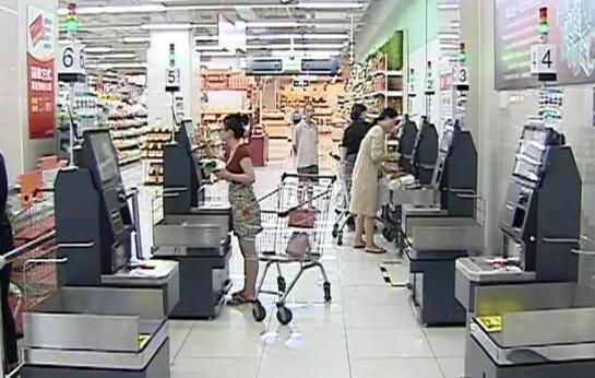泉州多家超市试水自助收银 挑完东西用手机买单