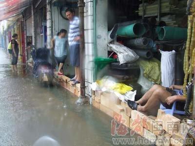 漳州116乡镇暴雨 44乡镇刮8级大风(组图)