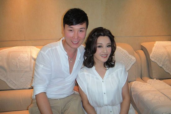 亚洲女嫩鲍_刘晓庆微博再晒嫩照引围观 62岁被指像26岁