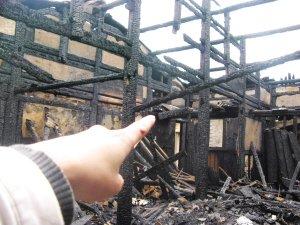 长乐潭头镇大火烧毁两间百年老屋
