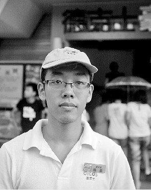 父亲瘫痪 陈磊从未退缩:从倒数生走向全班第一