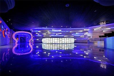 蓝色光环的时光隧道,颠覆传统。