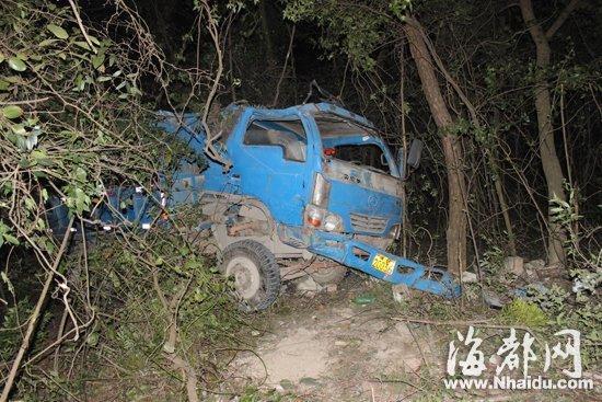 莆田一小货车送葬返程时坠崖20余米 致5死7伤