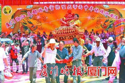 厦门举办保生大帝巡安文化节 50个非遗表演助阵