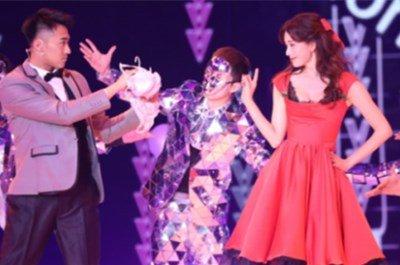 林志玲穿火辣红裙边跳舞边卖萌 43岁的她体态面容不输小姑娘