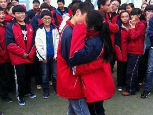 初中生求爱接吻舌吻10分钟东初中尚永恒哪儿在上图片