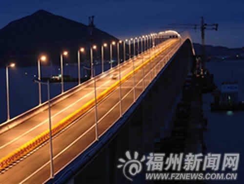 平潭海峡大桥29日为试通车亮灯 如金色蛟龙