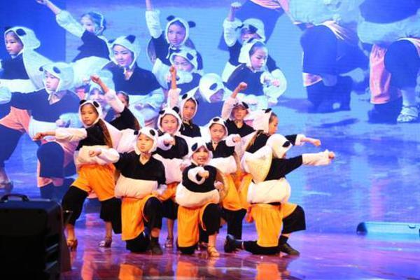 第四届2016广州明星青少年体育俱乐部年终汇演圆满结束