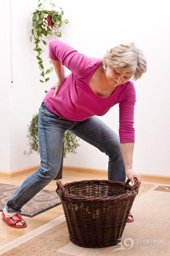 中老年 女 疼痛 腰痛 弯腰 扭伤_19226177_xxl