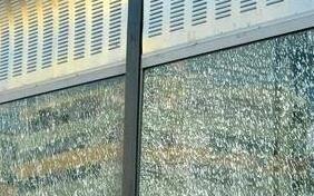 福州琴亭高架桥隔音玻璃多块破损