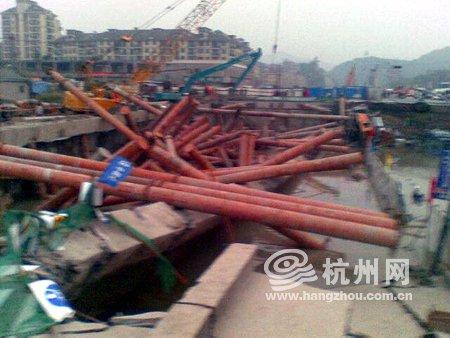 杭州地铁工地发生塌陷 至少20人被困4人获救