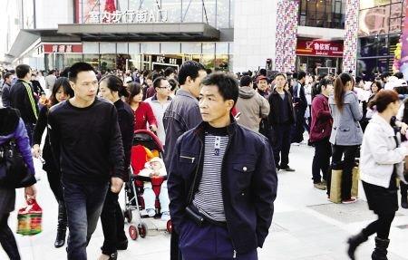 福州首个万达广场 开业首日迎客超30万