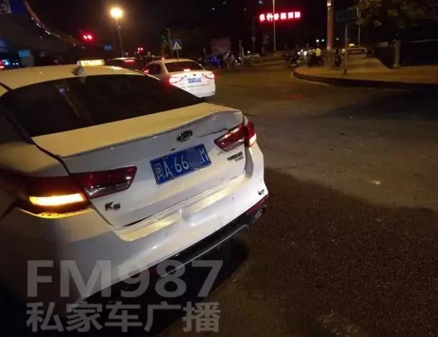 福州高架桥下出现严重车祸 丰田SUV连撞多车