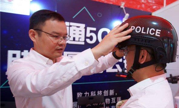 厦门:警用头盔 用上5G技术