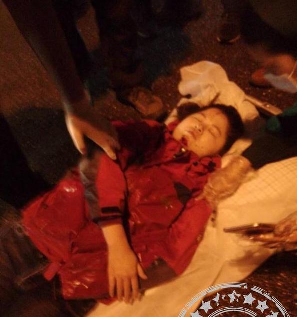 福州工业路夜骑女摔昏迷