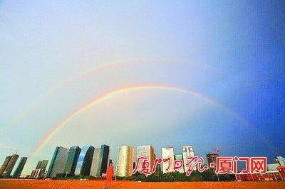 """厦门昨现""""唯美""""双彩虹 气象台:罕见但不异常"""