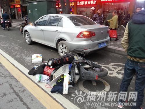 两高中生骑电摩出车祸记者拦的士送医连遭拒载