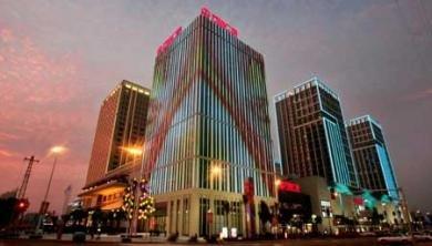福州最大楼面外墙夜景灯 万达广场昨正式亮灯