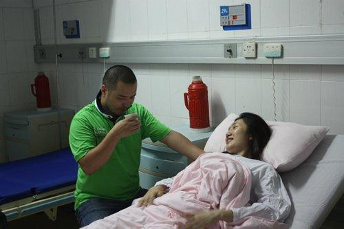 摄影师叶天在李盈术后全陪陪护