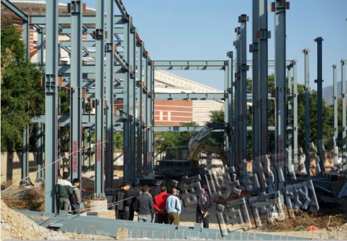 现场三层钢结构属违建