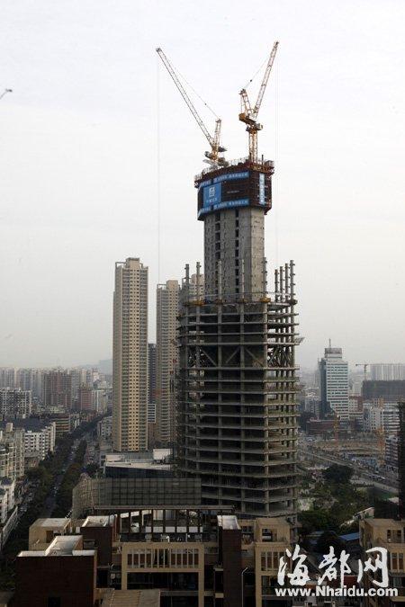 """福建在建第一高楼 外形酷似""""螺丝钉"""""""