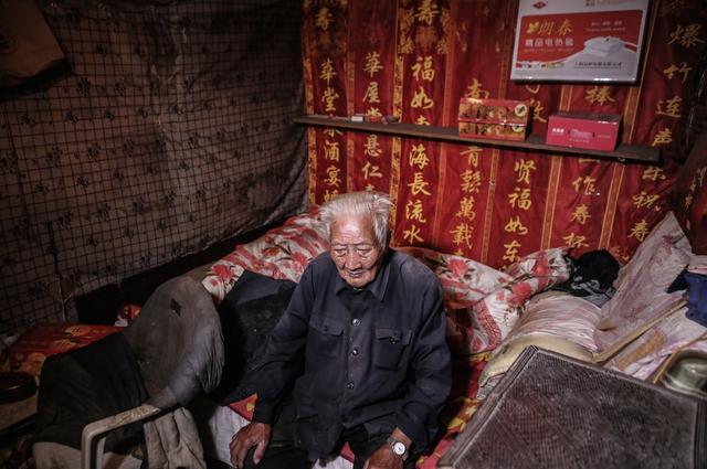 抗战老兵之李佛龄:百岁抗战老兵仍在砍柴种地