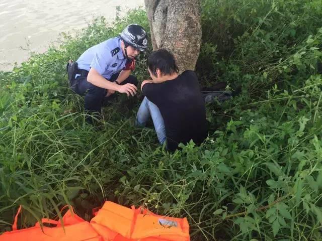 男子跳江自杀发现江中有条蛇 被吓得游回岸边