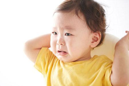 大闽育儿帮 跟生气的宝宝讲道理 专家称太理性