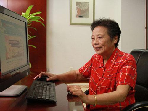 """""""奶奶级班主任""""李庾南:爱是教育的灵魂"""