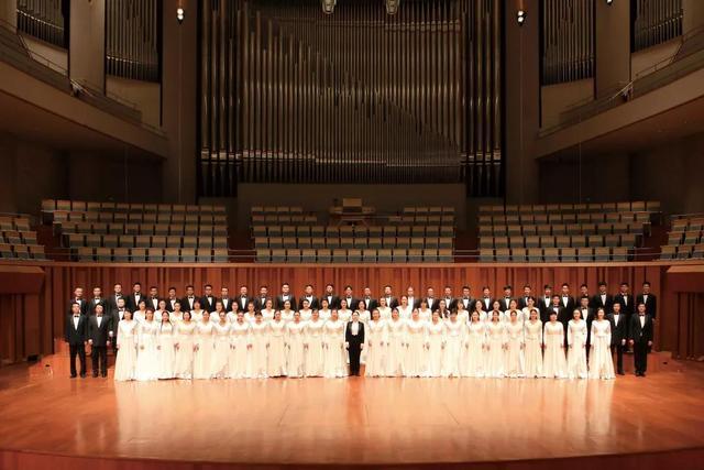 4月25日,建国70周年献礼—中央歌剧院多民族合唱专场音乐会