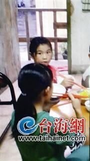 9岁双胞胎女孩深夜上厕所失联 离家前曾遭父亲打