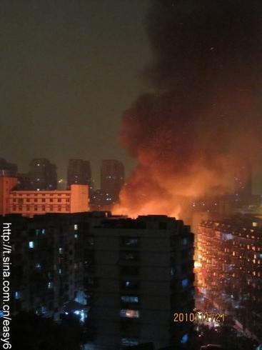 组图:福州台江医院附近民房发生大火