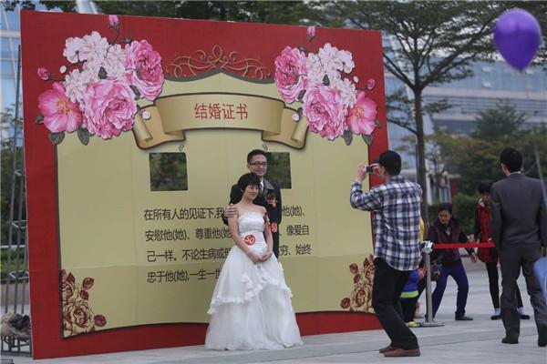对两岸新人欢聚厦门 集体婚礼浪漫上演