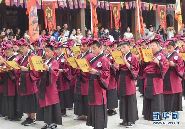 """(教育)(4)福建福州:开学第一课 体验""""入泮拜师礼"""""""