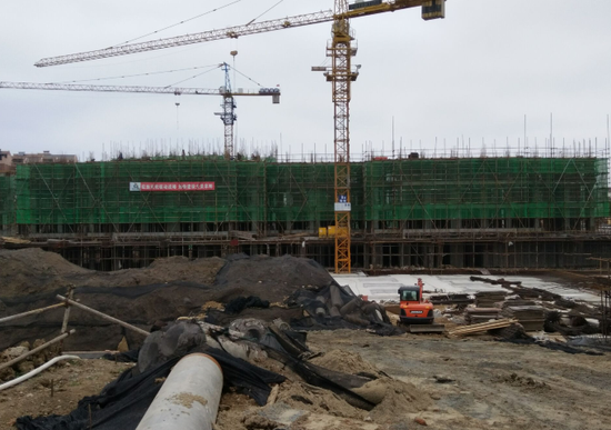 实探:天盛·凤凰城机器隆隆作业忙 最高建至9层左右