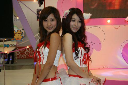 天游Showgirl集体上演性感猫女诱惑