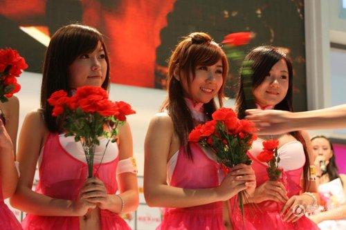 chinajoy美女:搜狐俏皮的喜欢女生a美女的姑娘卖花图片