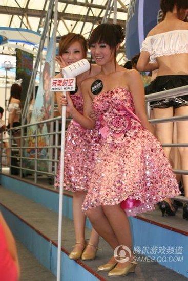chinajoy游戏展美女>/美女全光不留衣服游戏/美女