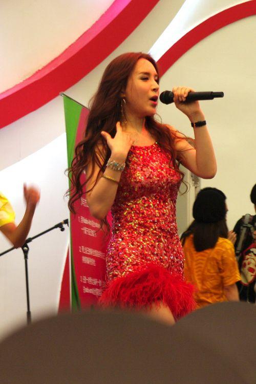 韩国变性明星河莉秀现身CJ劲歌热舞 美女汇总
