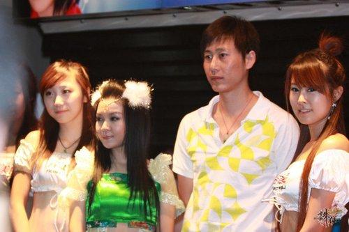 董贞出席《诛仙》跨服总决赛现场献唱_05新版