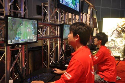 WCG首日中国英雄联盟参赛队队风采