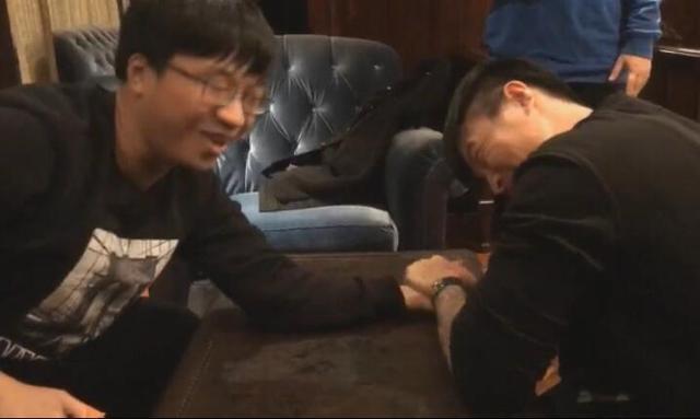 小智好友约战死亡宣告:我学过两年拳击 你猜谁赢了?