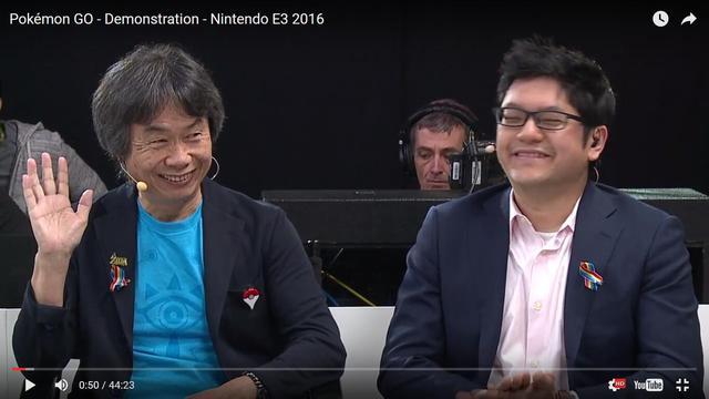 位于宫本茂胸口的就是Pokémon GO Plus,在场只有他戴着这个