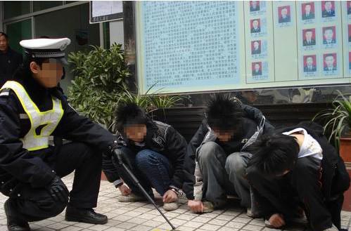 没钱上网9名高中生高中伤人抢100元被抓读女生澳洲想钢管去图片