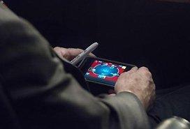 美国高官开会玩手机游戏 输掉数千游戏币