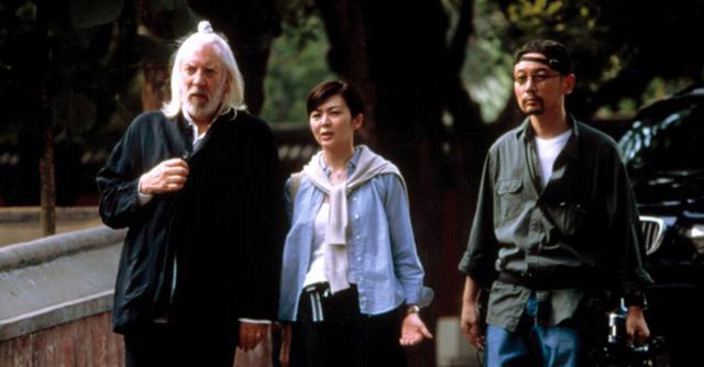 基弗·萨瑟兰的父亲唐纳德·萨瑟兰出演中国电影《大腕》