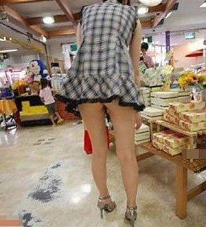 �澹�90后短裙MM光屁股超市购物