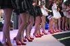 CJ现场:百名Showgirl同台 修长大腿连连看