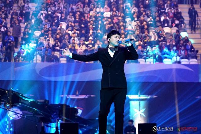 张杰亮相2018DOTA2亚洲邀请赛  献唱青春与激情