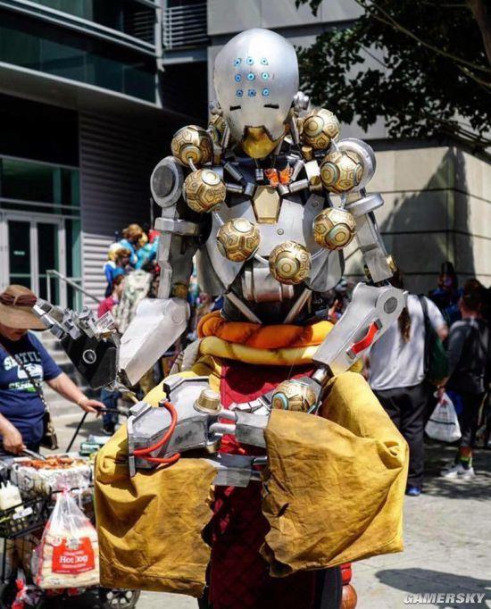 玩家自制《守望先锋》1:1禅雅塔模型 走在大街上佛光普照